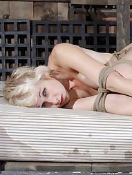 Niki Nymph Loves Rope