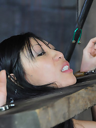 Tia Ling on RealTimeBondage, pic #11