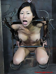 Tia Ling on RealTimeBondage, pic #2