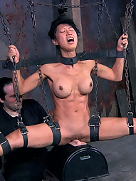 Tia Ling on RealTimeBondage, pic #3