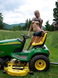 The Farmer Daughter, pic #2