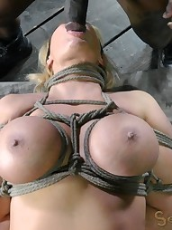 Thick and juicy MILF, pic #1