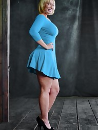 Thick and juicy MILF, pic #2